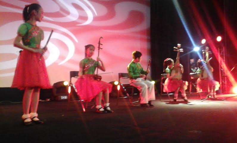 """الفرقة الصينية للرقص والغناء للأطفال """"الوردة الحمراء"""" تحتفل بذكرى ميلاد ولي العهد الأمير مولاي الحسن بتزنيت"""