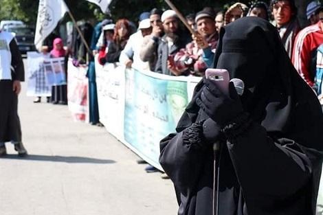 """""""منع البرقع"""" يُخرج سلفيين إلى الشوارع وسط صمت منظمات حقوقية"""