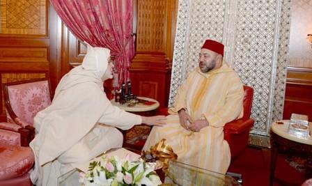 محمد السادس يستقبل جمال الدين البودشيشي الذي قدم لجلالته التعازي إثر وفاة والده الشيخ حمزة