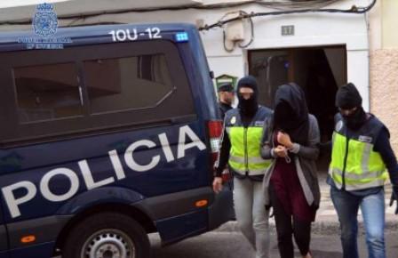 """إسبانيا : الشرطة الكتالونية تعتقل مغربيتين تداولتا """"فيديو"""" اغتصاب رضيعة"""