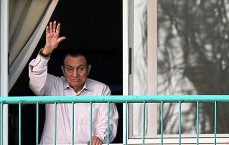 الرئيس المخلوع حسني مبارك يعود إلى منزله بعد الإفراج النهائي عنه